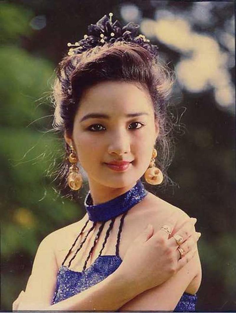Cuộc thi Hoa hậu Đền Hùng năm1989 do báo Tiền Phong tổ chức. Sau khi lỡ hẹn với Hoa hậu Việt Nam mùa đầu tiên, người đẹp Giáng My ghi danh đấu trường sắc đẹp này.