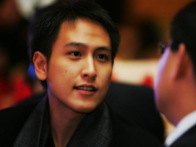 Thiếu gia Hồng Kông đẹp trai như tài tử, 18 tuổi thành tỷ phú nhưng U40 vẫn chưa lấy vợ