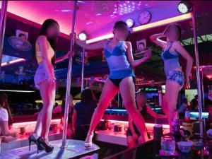 """Những quán bar """"3 không"""" ở Hà Nội: Đã vào đây là phải """"vui hết nấc"""""""