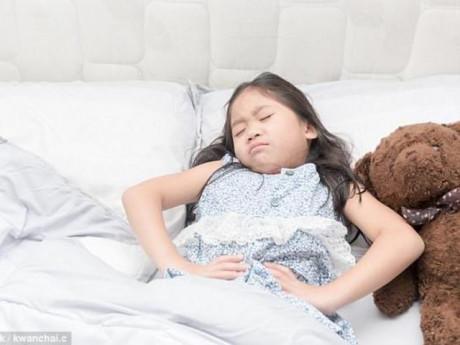 Bé gái 12 tuổi đau bụng kinh dữ dội, kinh nguyệt 20 ngày, khám phát hiện nhiều bệnh nguy hiểm