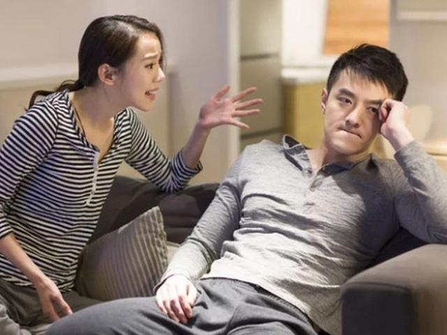Vợ bầu 7 tháng đang băn khoăn tên con, vừa nghe gợi ý của chồng lập tức muốn ly dị