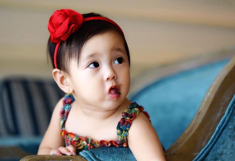 Cô hạ sinh con gái Huỳnh Viann vào tháng 12/2015.