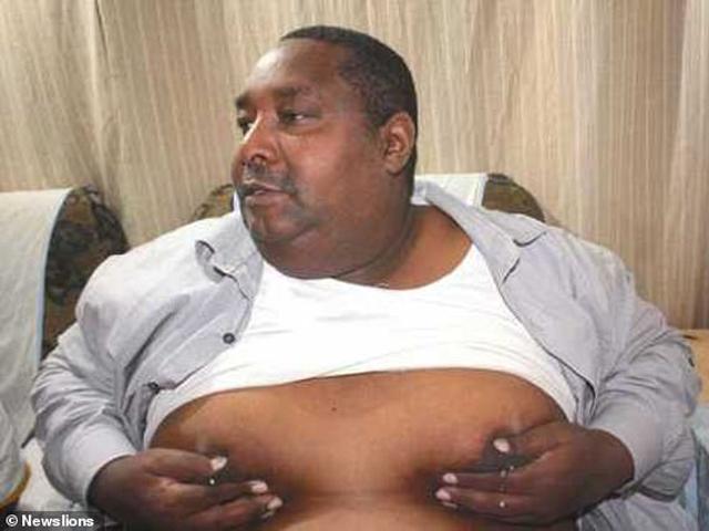 18 năm sống với vợ nhưng vẫn là trai tân, người đàn ông sợ hãi khi ngực bỗng chảy sữa