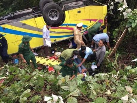 Thông tin mới vụ xe khách chở 21 sinh viên du lịch rơi xuống vực ở đèo Hải Vân