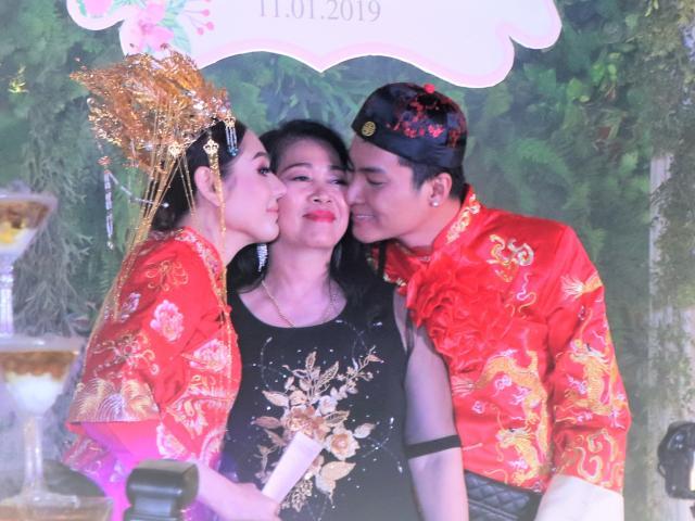 Mẹ chồng Lâm Khánh Chi tặng quà khủng trong lễ kỷ niệm 1 năm ngày cưới của con