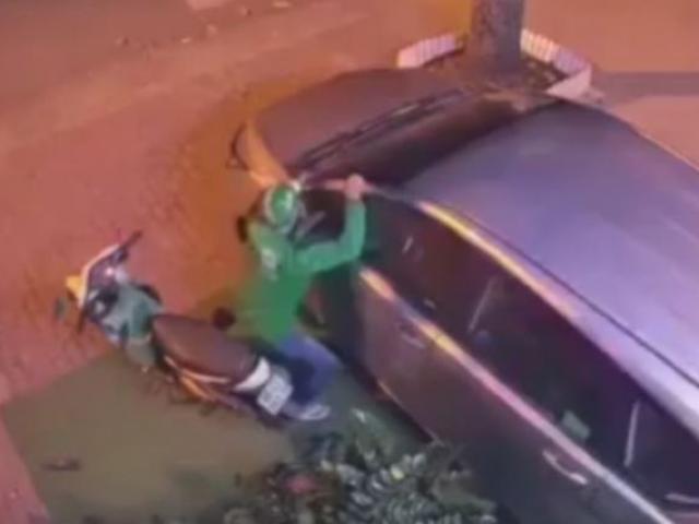 Sốc: Trộm dùng vai bẻ gương ôtô chưa đến 2 giây