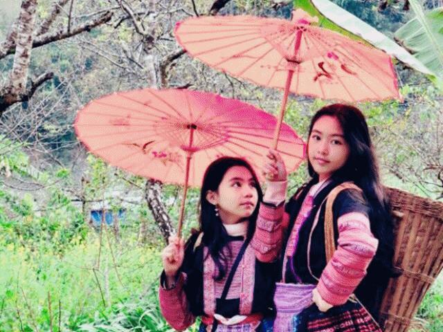 Đi du lịch Mộc Châu, 2 con gái xinh như Hoa hậu của Quyền Linh khoe sắc giữa núi rừng
