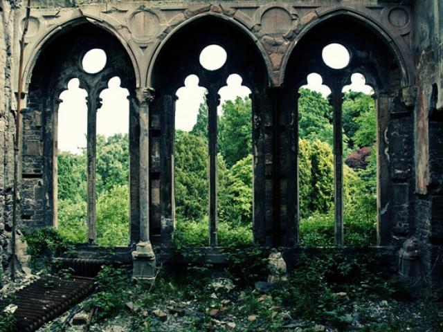 Đẹp ma mị: tòa lâu đài hoang phế như chìm trong cổ tích của xứ Wales
