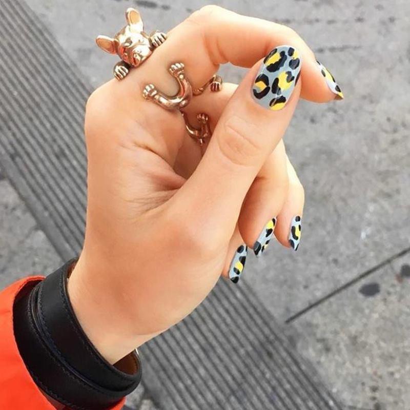 Những mẫu nail đang làm mưa làm gió trên instagram chính là mẫu móng tay họa tiết động vật. Nếu bạn là người yêu thích động vật thì mẫu nail này rất phù hợp với bạn.