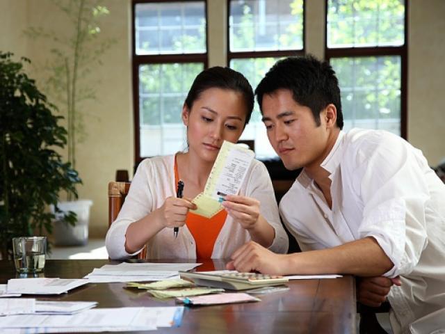 Nhận thưởng Tết, chồng biếu nhà nội 18 triệu nhưng chỉ biếu nhà ngoại 500 nghìn