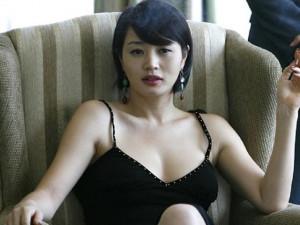 """Ngôi sao 24/7: Lý do nào sau bao năm Kim Hye Soo vẫn là """"nữ hoàng gợi cảm"""" Hàn Quốc?"""