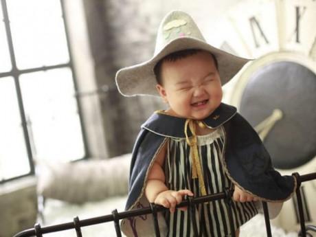 Cậu bé 2 tuổi gây sốt mạng xã hội bởi cặp má phính và biểu cảm hài hước