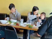 Làm mẹ - Gia đình Trần Quán Hy 3 người cùng đi ăn nhưng hành động của ông bố lại gây thất vọng