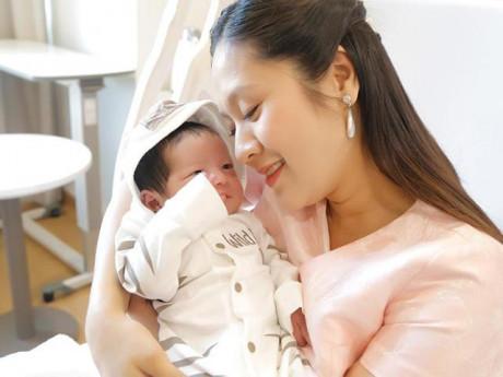 """Vừa mới đẻ, Thanh Thúy đã """"kể tội"""" những hủ tục kiêng sau sinh nhiều mẹ vẫn tin """"sái cổ"""""""