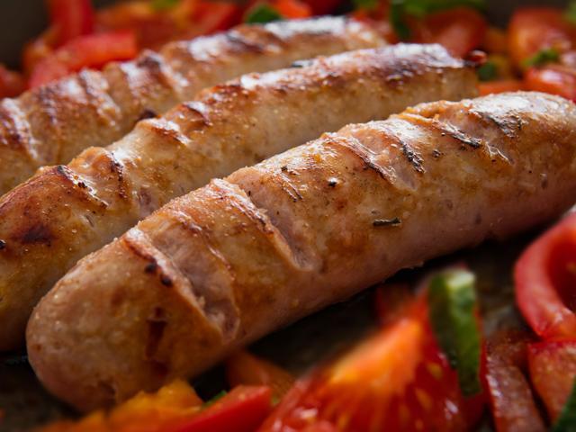 4 loại thịt dù người lớn hay trẻ nhỏ đều không nên ăn nhiều, cái giá phải trả rất đắt