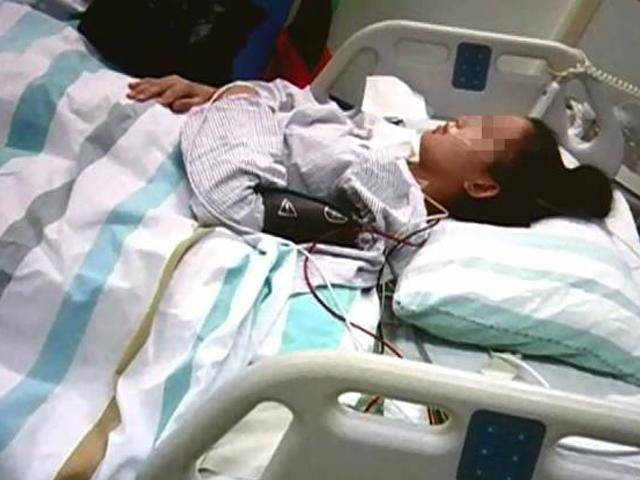 Uống thuốc phá thai nhưng không thành, ngày sinh con ra mẹ trẻ đau đớn bật khóc