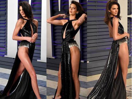 Bí mật phụ tùng đi kèm chiếc váy mặc như không của hot girl Hollywood