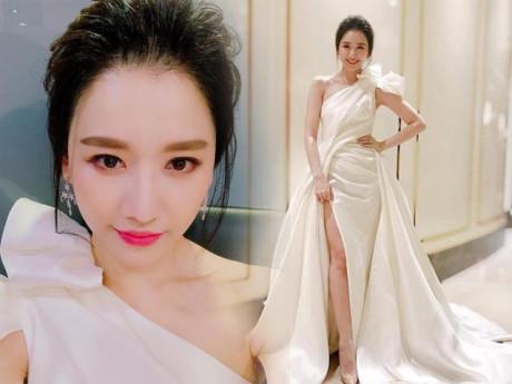Vốn ngại hở bạo, thế mà giờ đây Hari Won cũng mạnh dạn diện váy xẻ cao bất tận rồi