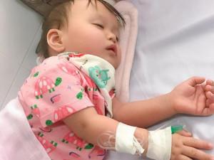 Con 11 tháng mắc sởi, mẹ Thanh Hóa chủ quan tưởng sốt mọc răng khiến bé biến chứng nặng
