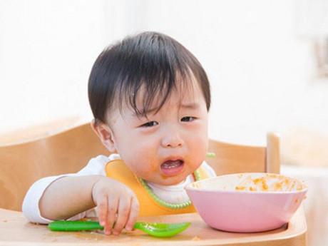 Trẻ biếng ăn từ những sai lầm của mẹ và mẹo xử lý tốt nhất