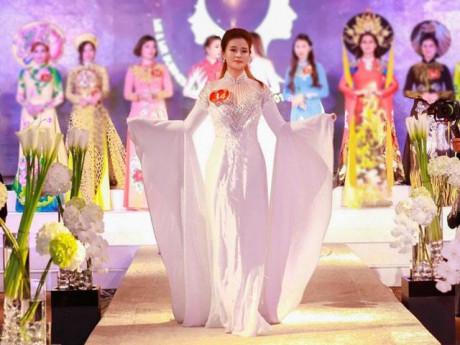 Doanh nhân xinh đẹp Thảo Nhung trở thành tân Nữ hoàng đêm hội