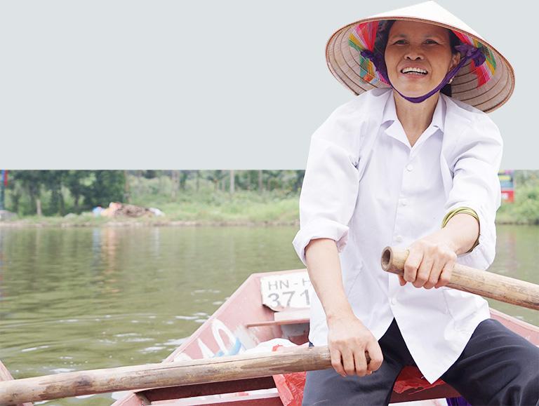 nguoi phu nu cheo do tren suoi yen, chua huong: 'tien minh lam ra bang mo hoi tieu cung suong' - 22