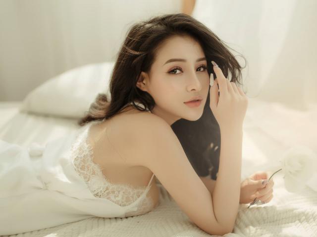 Bị ném đá vì khoe mông ngực, bạn gái Lương Bằng Quang thẳng thắn: Gia đình rất tự hào vì...