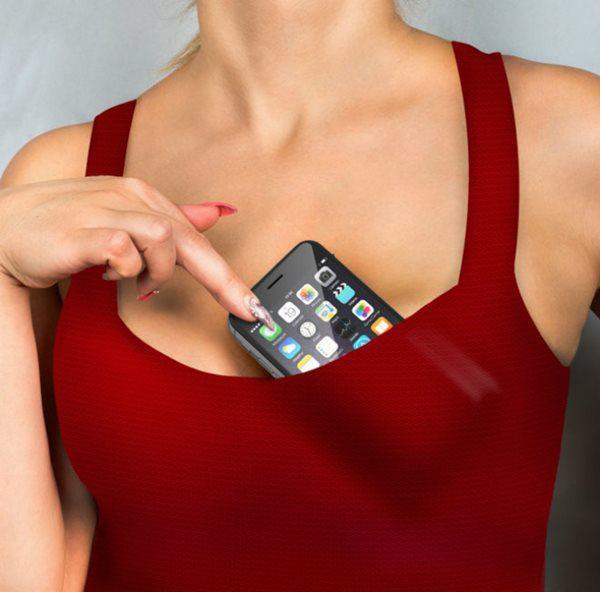 Điện thoại là vật bất ly thân, chớ để 4 chỗ này kẻo mang bệnh
