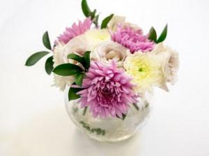Cách cắm hoa để bàn đẹp lộng lẫy ai cũng khen khéo tay
