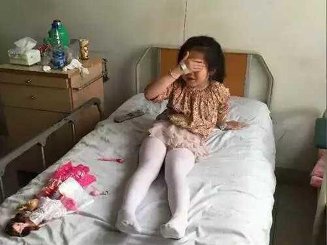 Con gái 7 tuổi bị chảy máu vùng kín, khi biết nguyên nhân mẹ lập tức hối hận