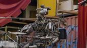 """Biến phế liệu thành robot nhạc công siêu """"thần thái"""""""
