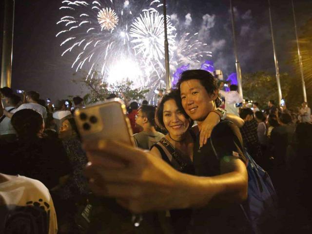Pháo hoa rực rỡ chào năm mới 2020: Khởi đầu một thập kỷ mới