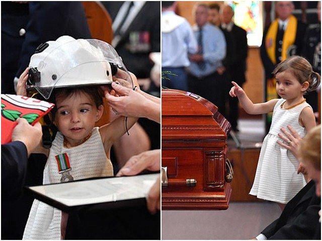Bé gái nô đùa xung quanh linh cữu của cha và nụ hôn tạm biệt khiến nhiều người xúc động