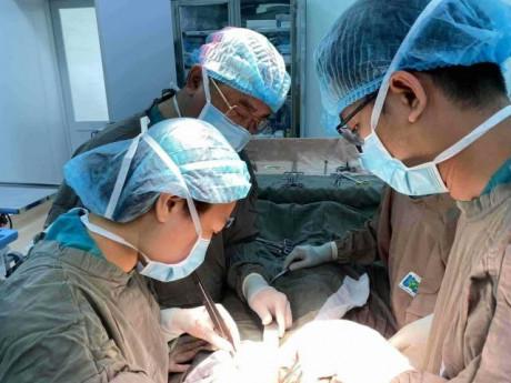 """TP.HCM: Bác sĩ """"ớn lạnh"""" vì bệnh nhân mắc ung thư âm hộ có khối bướu khủng """"ăn"""" cả bẹn"""