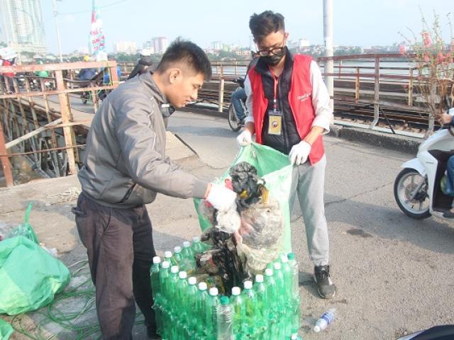 Thả cá đừng thả túi nilon: Trước đây nhắc nhở còn bị người dân chửi bới, giờ đã khác