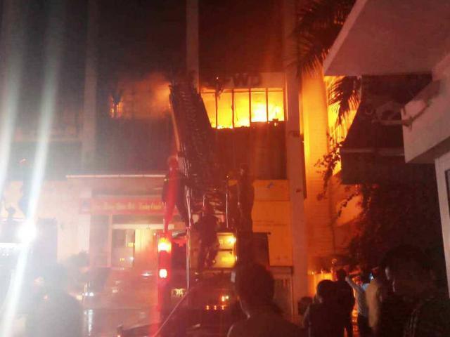 Vụ cháy lớn ở tòa nhà dầu khí: Thêm 1 người chết, 3 cảnh sát PCCC nhập viện