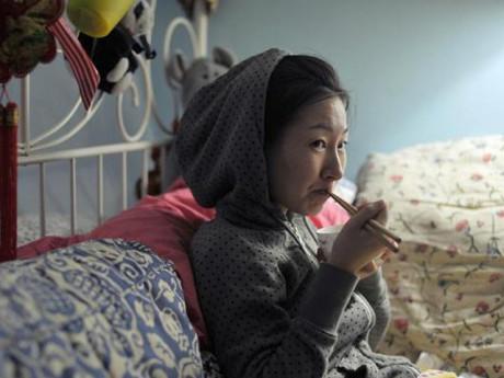 Trời lạnh dưới 10 độ vợ bầu vẫn mở cửa sổ, biết nguyên nhân chồng nổi đóa