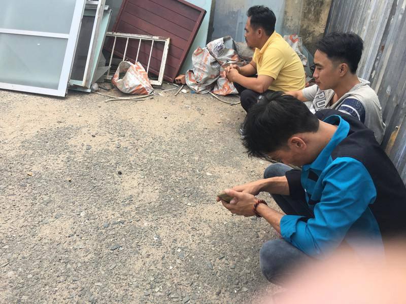 Tin tức 24h: Người thân chết lặng nhìn 5 cỗ quan tài trong vụ cháy kinh hoàng ở Sài Gòn
