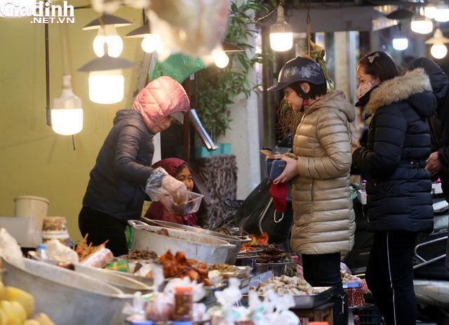 Mục sở thị chợ nhà giàu ngày Tết đậm chất quê giữa trung tâm Hà Nội