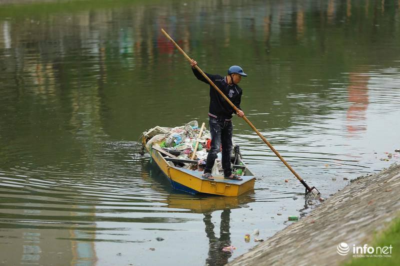 Hà Nội: Tràn ngập rác thải trên sông Tô Lịch sau những ngày Tết