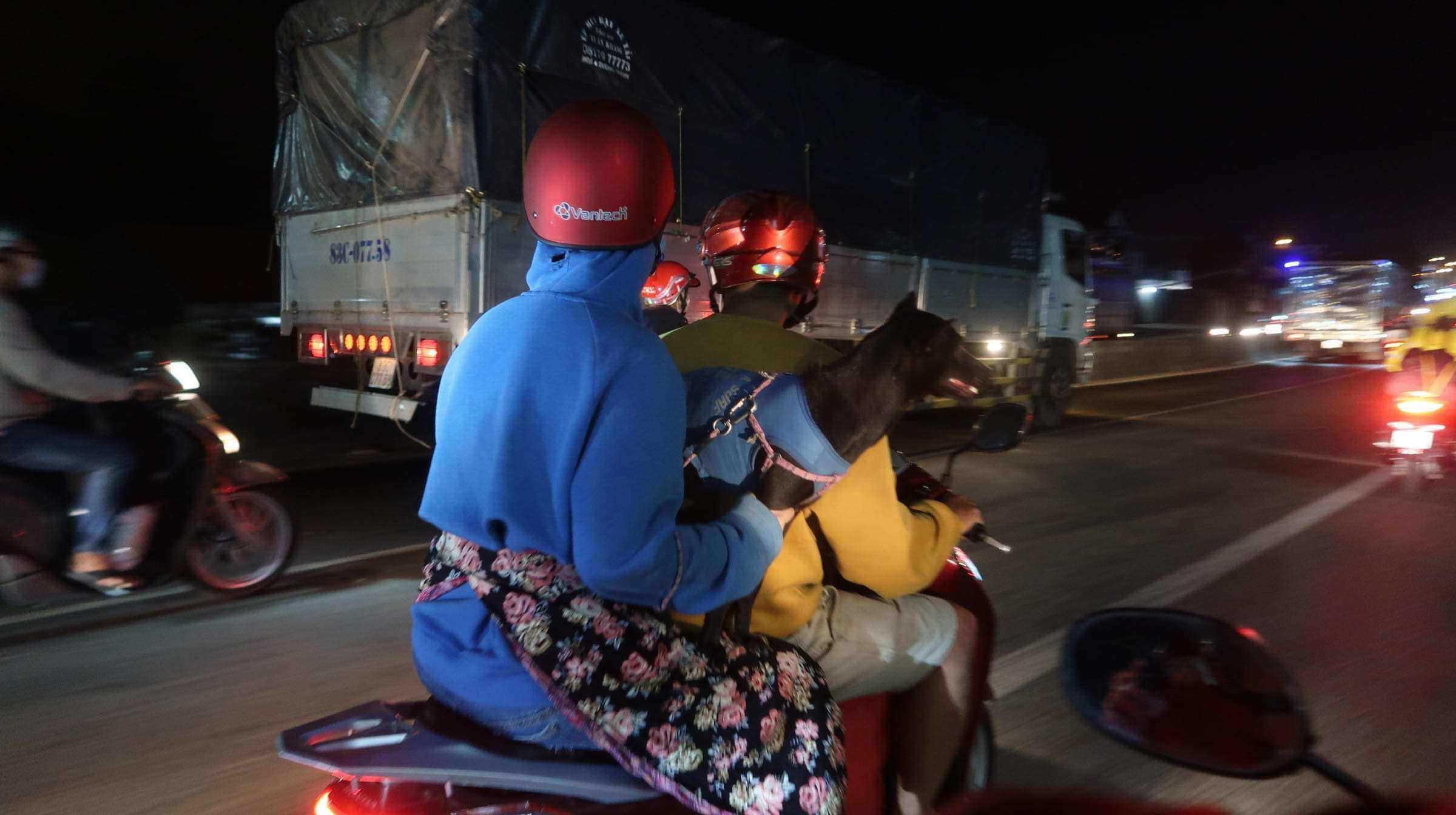 Sợ kẹt xe lẫn dịch bệnh do virut corona, nhiều người khăn gói trở lại SG từ mùng 4 Tết