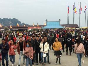 """""""Vỡ trận"""" ở ngôi chùa lớn nhất thế giới ngày mùng 5 Tết"""