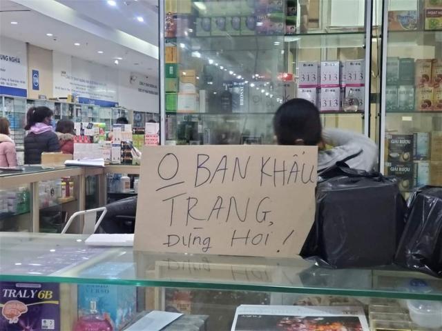 Nhiều tiệm thuốc ở chợ thuốc lớn nhất Hà Nội đồng loạt thông báo: Ở đây không bán khẩu trang