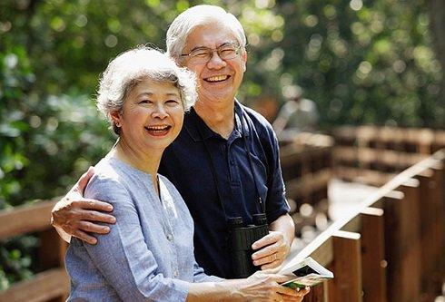 Hũ dưa chuột muối của cặp vợ chồng già, câu chuyện về hai mặt của sự hy sinh