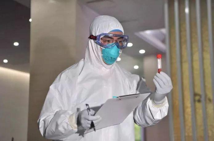 chuyen gia trung quoc phat hien virus corona moi tren tay nam cua nha benh nhan - 4