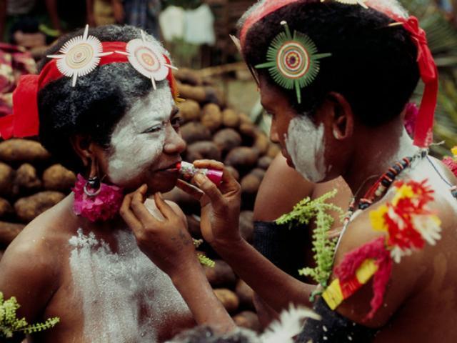 Nơi phụ nữ thoải mái bắt đàn ông để thỏa mãn nhu cầu, ăn khoai mỡ để tăng hưng phấn