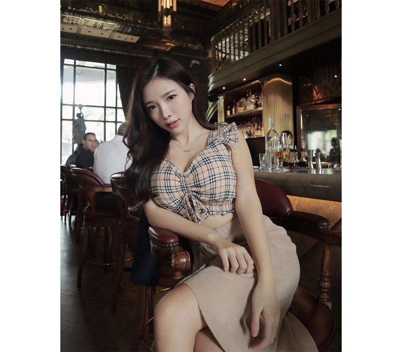 Sinh ra tại Malaysia, lớn lên tại Đài Loan và hiện tại đang làm việc ở Singapore, Amber Na được biết tới là nữ DJ được công chúng yêu nhạc EDM vô cùng yêu thích. Cô nàng gây ấn tượng với ngoại hình vô cùng hút mắt.