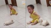 """Cậu bé khuyết tật vui đùa cùng cún con gây xúc động: """"Chú chim cánh cụt"""" lạc quan"""
