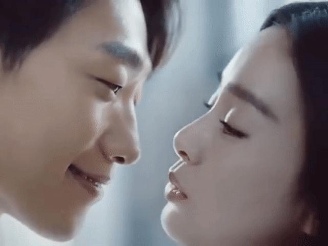 Ngôi sao 24/7: Cảnh âu yếm của Kim Tae Hee và Bi Rain vừa đăng tải đã gây sốt
