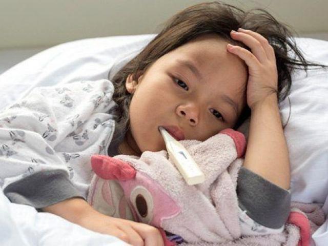 Trẻ sốt 40 độ mẹ nên xử lý thế nào?